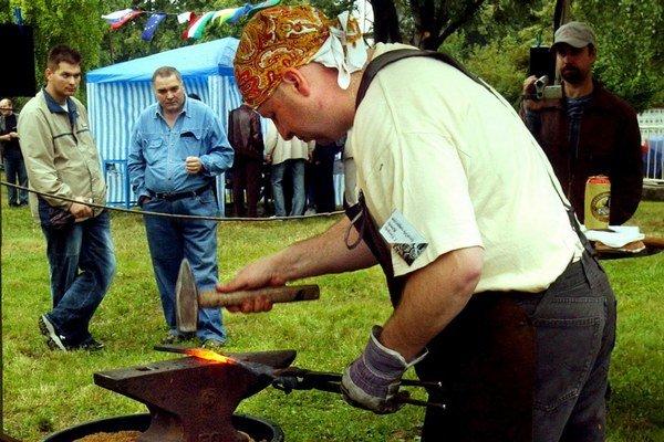 Ide o tradičné podujatia ako Európske rómske kováčske sympózium v Dunajskej Lužnej, Dni českej kultúry vo Svätom Antone či súťaž Arnolda Ipolyiho v prednese ľudových rozprávok v maďarskom jazyku v Rožňave.