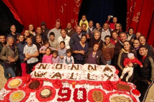 Na oslava deväťdesiatych narodenín sa symbolicky zišlo deväťdesiat členov rodiny.