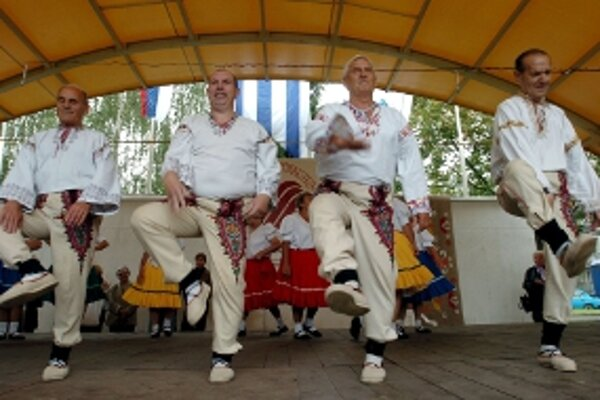Horná Nitra sa pripravuje na folklórne slávnosti.
