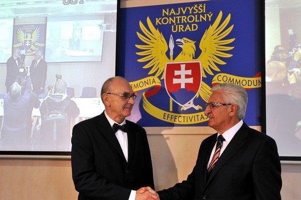 Ján Jasovský odovzdal úrad Karolovi Mitríkovi.