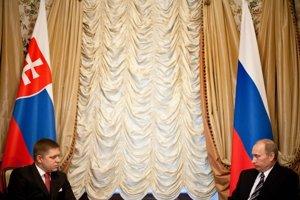 Podobné vlajky aj šéfovia krajín. Robert Fico sa opäť stretne s Vladimirom Putinom.