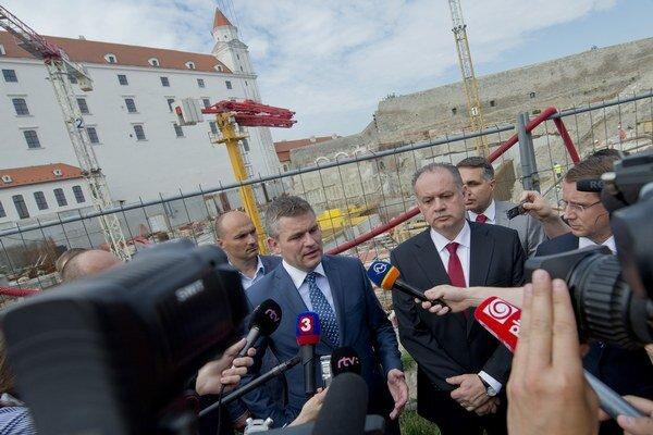 Prezident Kiska si spoločne s predsedom Národnej rady SR Petrom Pellegrinim  prezreli výstavbu garáží na Bratislavskom hrade.