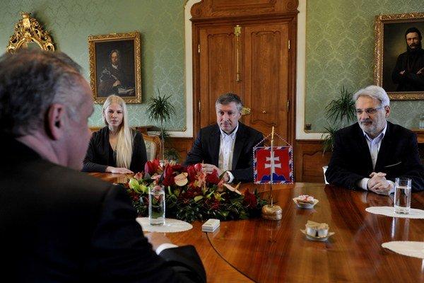 Andrej Kiska a predstavitelia nadácie Zastavme korupciu.