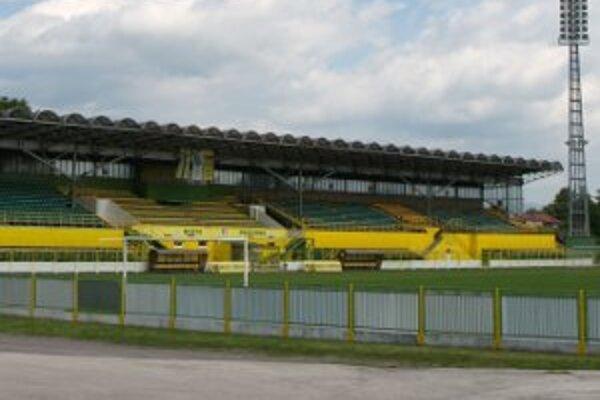 Tribúny prievidzského futbalového šatdióna neboli zaplnené už dlhé mesiace.