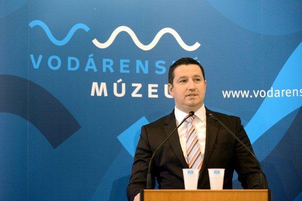 V piatok sa uskutoční mimoriadne valné zhromaždenie spoločnosti, na ktorom chce primátor Bratislavy Ivo Nesrovnal uvoľniť Stanislava Beňa z pozície predsedu predstavenstva.