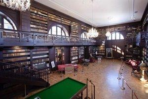 Knižnica Apponyiovcov z Oponíc je zrejme najkrajšou knižnicou u nás. Jej interiér bolo treba nanovo vyrobiť.