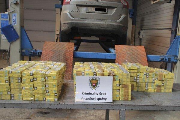 Zaistili 24 500 kusov ukrajinských cigariet.