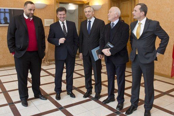 Miroslav Lajčák prijal lídrov politických strán, aby spoločne diskutovali o slovenskom predsedníctve v Rade EÚ v druhej polovici budúceho roka.