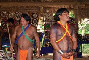 Erito (vpravo) je náš sprievodca životom emberá