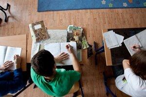 Študenti sú v porovnaní s učiteľmi v angličtine často popredu.