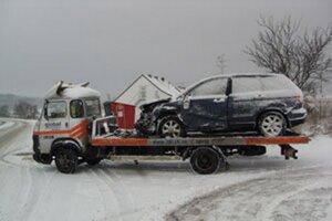 Sneženie spôsobilo zatiaľ problémy najmä vodičom.