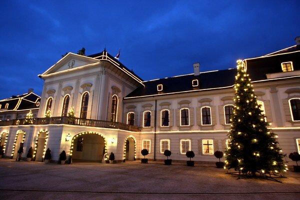 Vysvietený Prezidentský palác pred rokmi.
