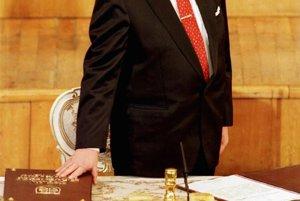 Rok 1993, Michal Kováč skladá prísahu a stáva sa prvým prezidentom Slovenskej republiky.