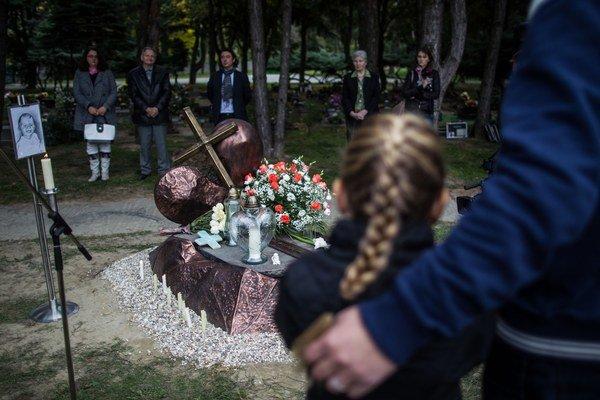 Pamätník utýranej Lucky odhalil minulý rok Anton Srholec.