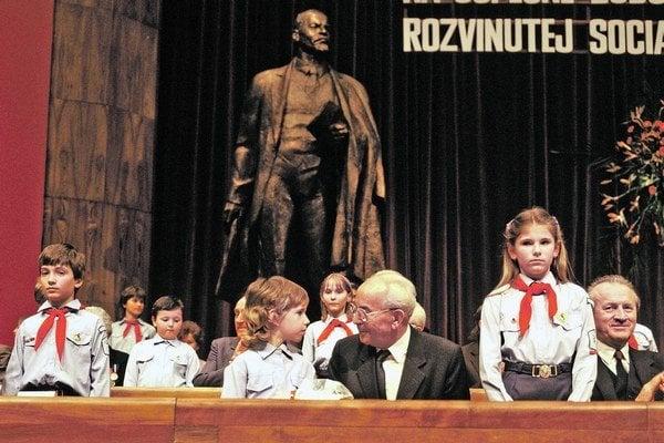 V Dome Revolučného odborového hnutia (ROH) v Bratislave sa 13. marca 1986 začal zjazd Komunistickej strany Slovenska (KSS).