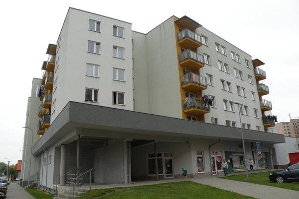 Polyfunkčný bytový dom na Hollého ulici vBaničnom.