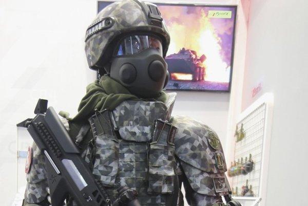 Ratnik 3 využíva exoskelet - posilňujúcu mechanickú kostru.