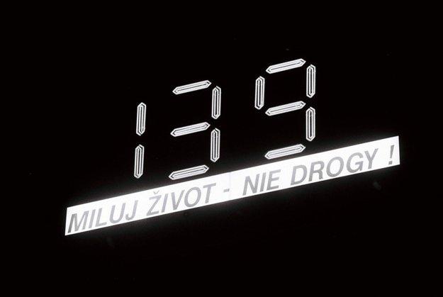 Hodiny, ktoré umiestnil pred prezidentský palác Fedor Flašík, ukazovali počet dní do konca mandátu.
