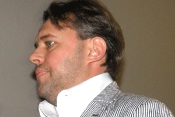 Negatívna kampaň voči poslancovi Jánošovi bola potrestaná.
