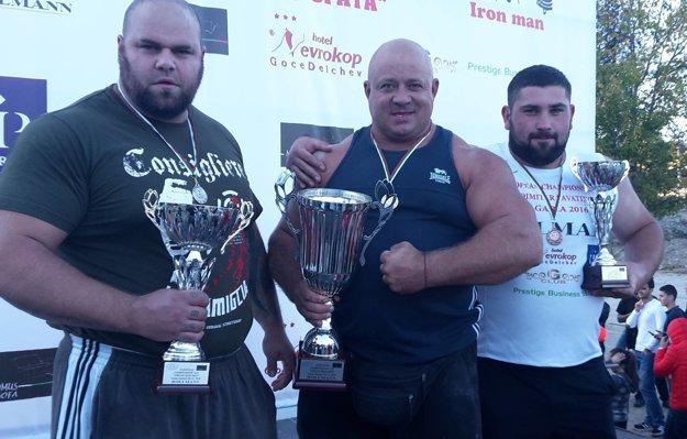 Silný trojlístok. Milan Šuľan (vľavo) si z Bulharska priniesol striebro.