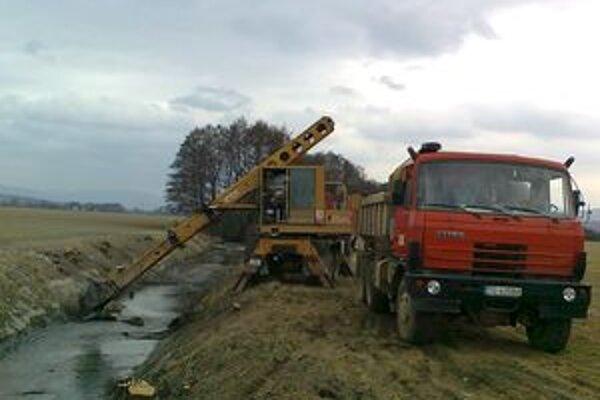 Práce zabezpečili zamestnanci Správy povodia hornej Nitry.