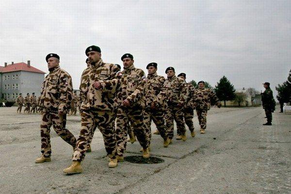 Ak si slovenskí vojaci zničia odev, nový už od armády nemusia dostať. Ani v Afganistane.