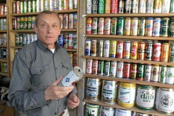 Ján Černák má vo svojej zbierke 860 plechoviek.