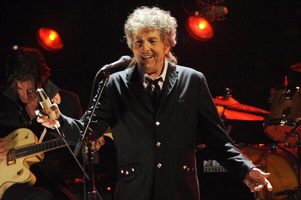 Bob Dylan pred dvomi rokmi nečakane vyhral Nobelovu cenu za literatúru.