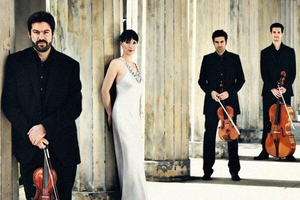 Teleso tvoria Christophe Horák (husle), Kim Barbier (klavír), Micha Afkham (viola) aBruno Delepelaire (violončelo).