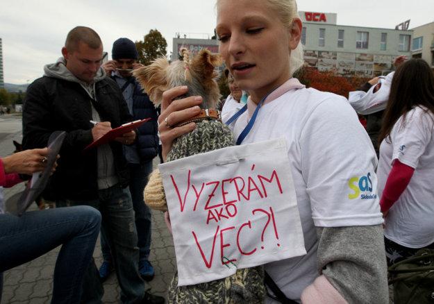 Na problém slovenskej legislatívy vo vzťahu k zvieratám upozornili psičkári j dobrovoľníci z útulkov.