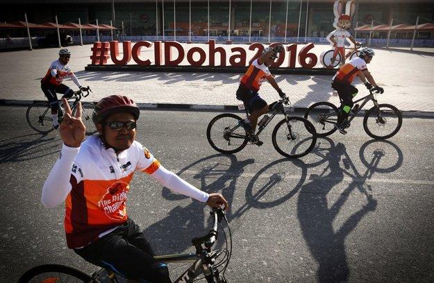 Cyklisti prešli rôznymi časťami Perly Kataru afinišovali na tom istom mieste, na ktorom budú šprintovať omedaily muži v kategórii elite.
