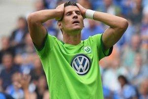 Wolfsburg doma prekvapujúco podľahol nováčikovi.