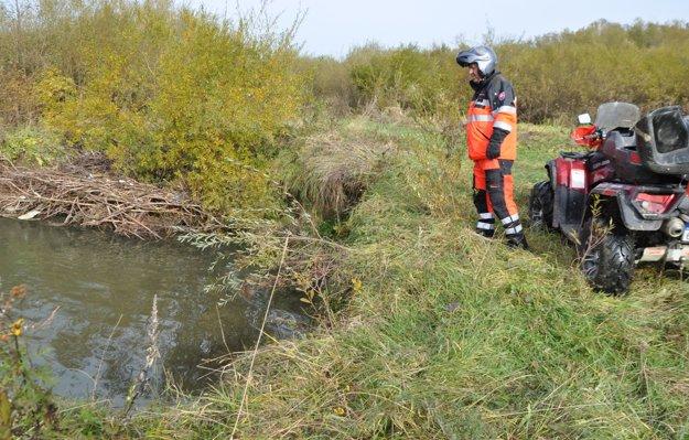 V okolí Suchej Hory je terén nebezpečný. Nachádzajú sa tam rašeliniská, mokrade, v ktorých človek m§že zmiznúť bez stopy.