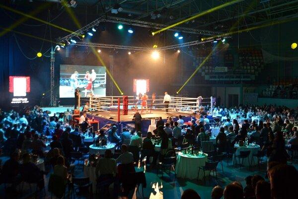 Galavečer boxu si v mestskej hale pozrelo takmer 2-tisíc divákov.