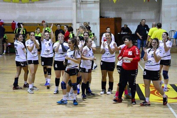 Hádzanárky Serede, nováčik prvej ligy žien, sa v Nesvadoch tešili z prvého víťazstva.