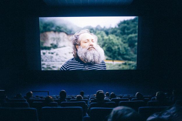 Na veľkom plátne Multiplexu sa premietal film 5 October