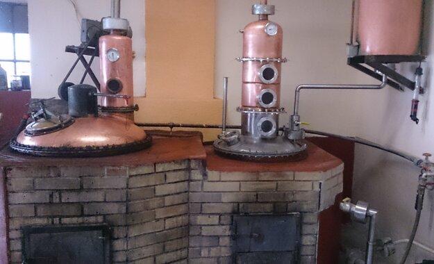Majiteľ pestovateľskej pálenice v Hronských Kosihách hovorí, že nemá čo páliť. Po troške chodia tí, ktorí si ovocie kúpili v Maďarsku.