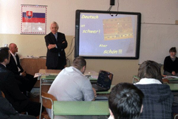 Podpredseda vlády Chmel bol medzi študentmi handlovského gymnázia.