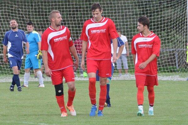 Hráči Rabče (v červenom) dokázali susedské derby otočiť.