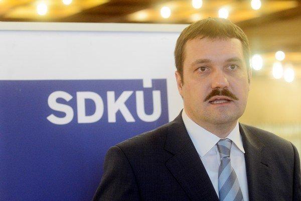 Predseda parlamentného výboru pre nezlúčiteľnosť funkcií Viliam Novotný.