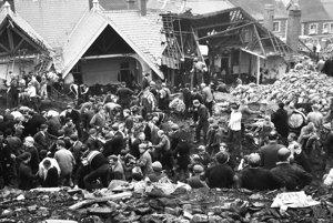 Zosuv 40 000 m³ banského odpadu zabil 21. októbra 1966 takmer polovicu detí základnej školy vo waleskej dedinke Aberfan, obyvatelia sa s tragédiou dodnes nevyrovnali.
