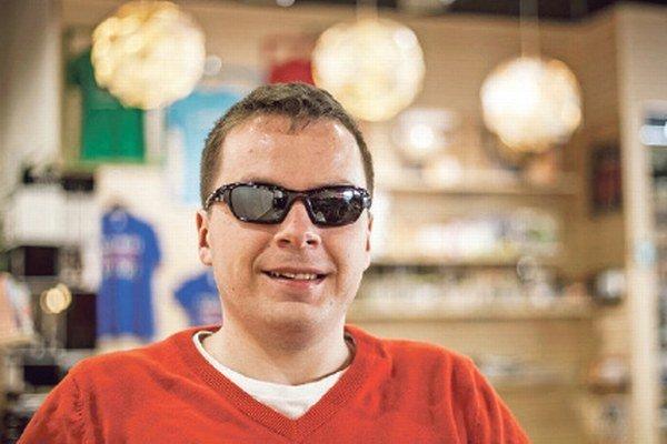 Nevidiaci vysokoškolák Martin Foltin.