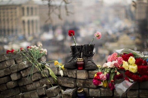 Kvety v Kyjeve na pamiatku obetí demonštrácií.
