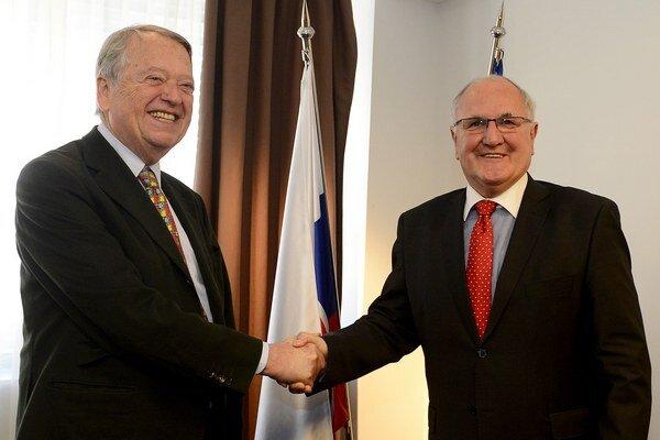 Minister školstva Dušan Čaplovič (vpravo) a nemecký podnikateľ Arend Oetker.
