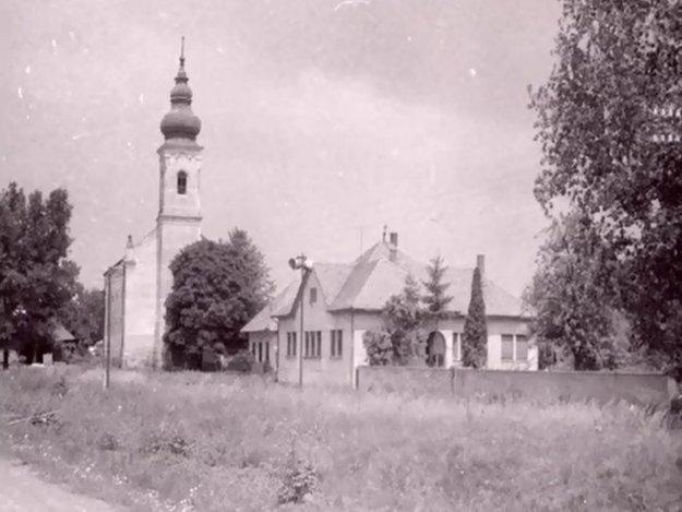 Dobová fotografia zachytáva stred obce.