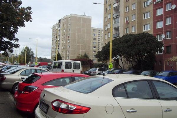 Sekčov praská vo švíkoch. Zatiaľ nikto nevie, kde budú parkovať návštevníci a abonenti.