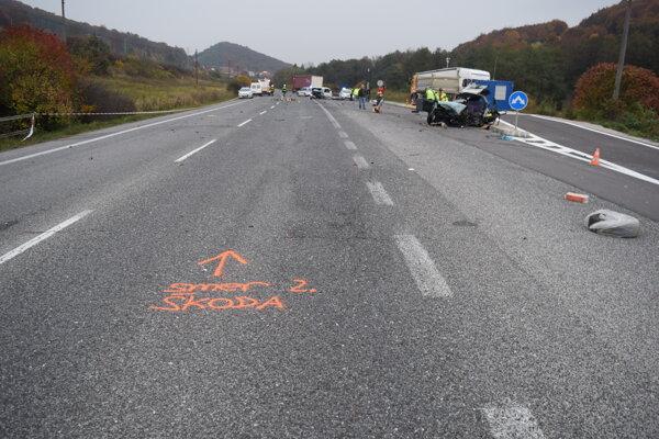 Pri nehode zahynula spolujazdkyňa, vodičky sú ťažko zranené.