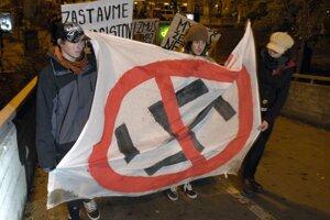 Slovensko má legislatívny nástroj pre účinnejší postih extrémizmu a rasizmu