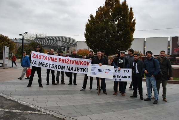 Protesty proti parkovacej dohode Michaloviec s EEI.