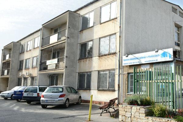 Administratívna budova SMZ. Investície do budovy vo výške 688-tisíc eur sa vrátia pri aktuálnej cene energií za viac ako 75 rokov.